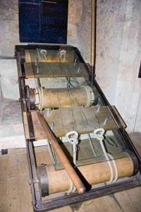 أبشع ادوات واجهزة وأساليب  التعذيب .. في العالم T05