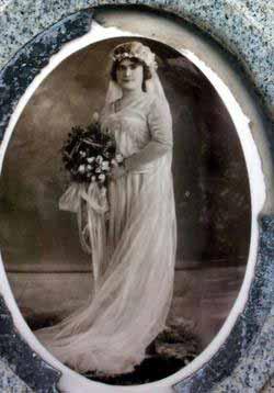 لغز جوليا بوكولا : العروس الخالدة