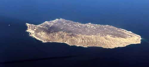تمثال و حكاية : خوانا ماريا المرأة الوحيدة على الجزيرة