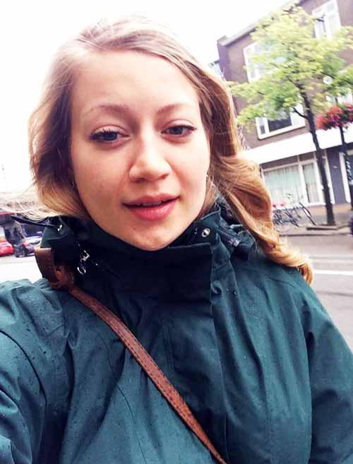 الصورة الاخيرة : آن فابر تحت المطر