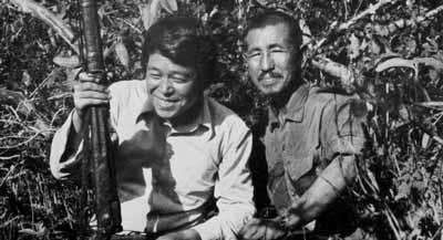 صورة تجمع سوزوكي مع اونودا على الجزيرة