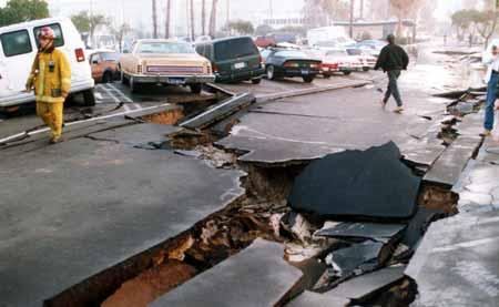 التسونامي والبراكين والزلازل .. اسلحة الطبيعه المدمرة