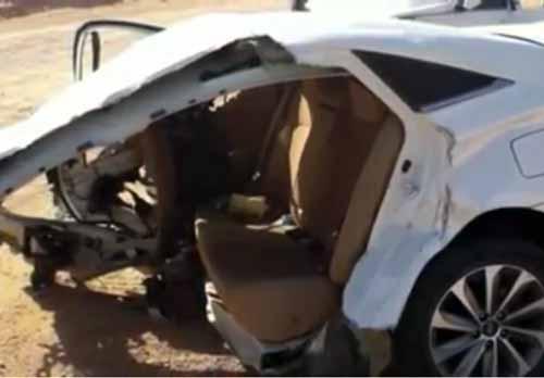 صورة لبقايا السيارة المدمرة
