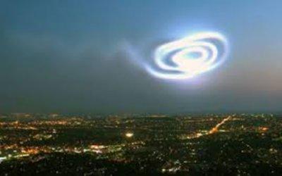الضوء الغريبة في السماء