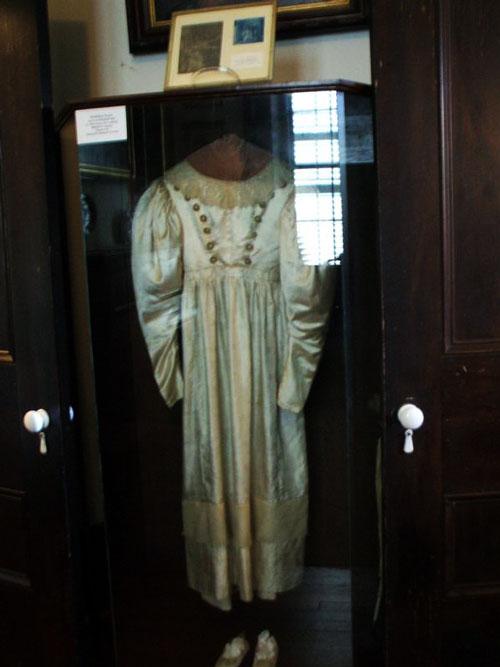 fef6de0a5f43c ثوب الزفاف المسكون !
